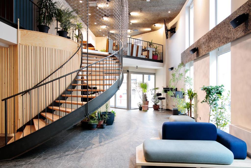 The lobby or reception area at Maverick Student Lodge