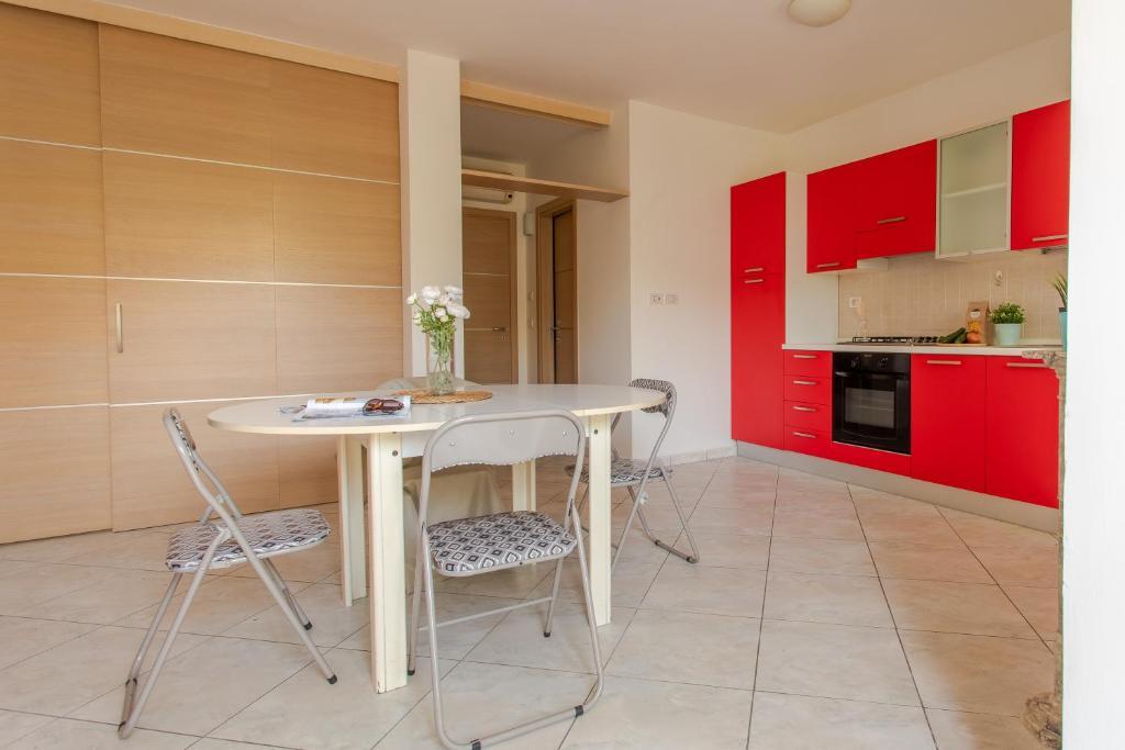 Camere Da Letto Bari.Appartamento Bari Due Camere Da Italia Giulianova Booking Com