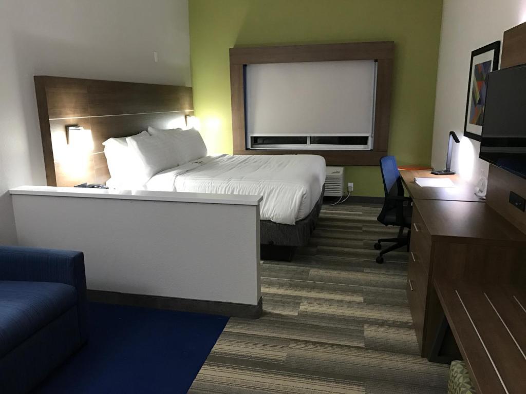 Days Inn & Suites Naples