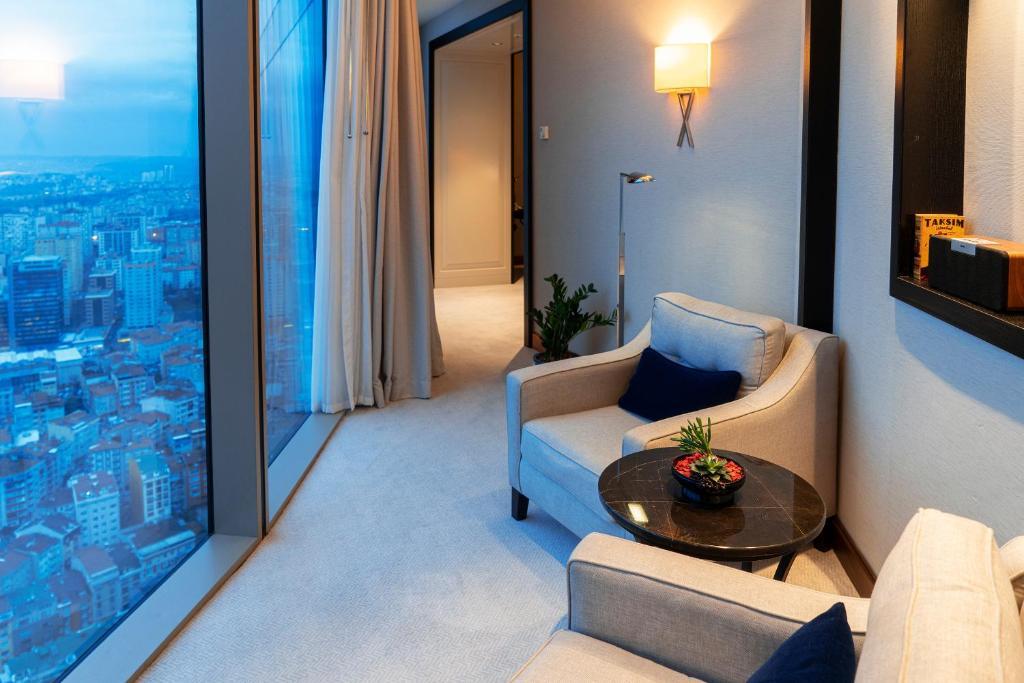 Гостиная зона в Hilton Istanbul Bomonti