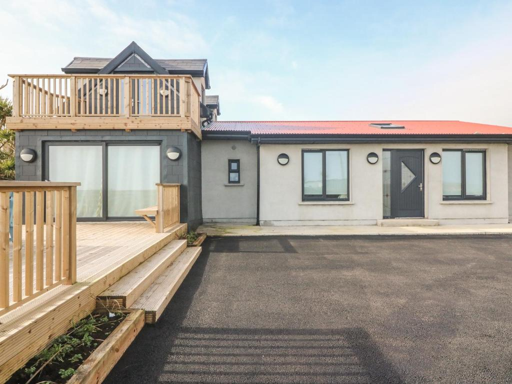 Apartment Spacious Townhouse, Youghal, Ireland - Booking