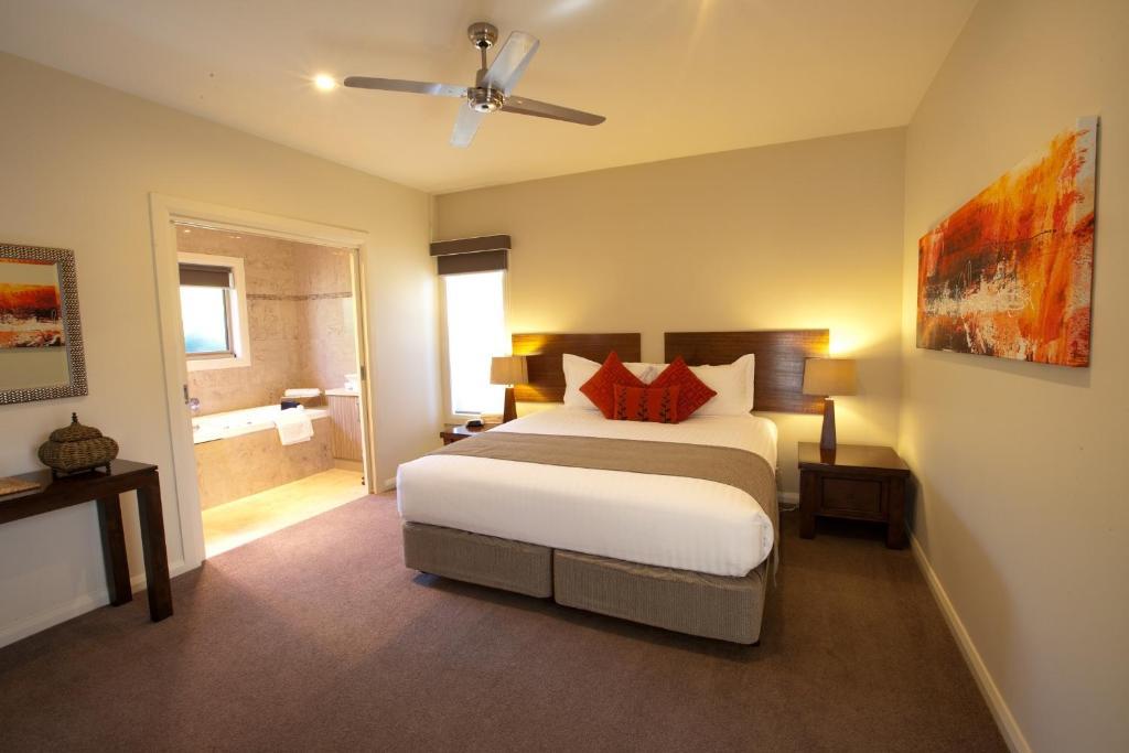 Uma cama ou camas num quarto em Wild Cattle Creek Estate