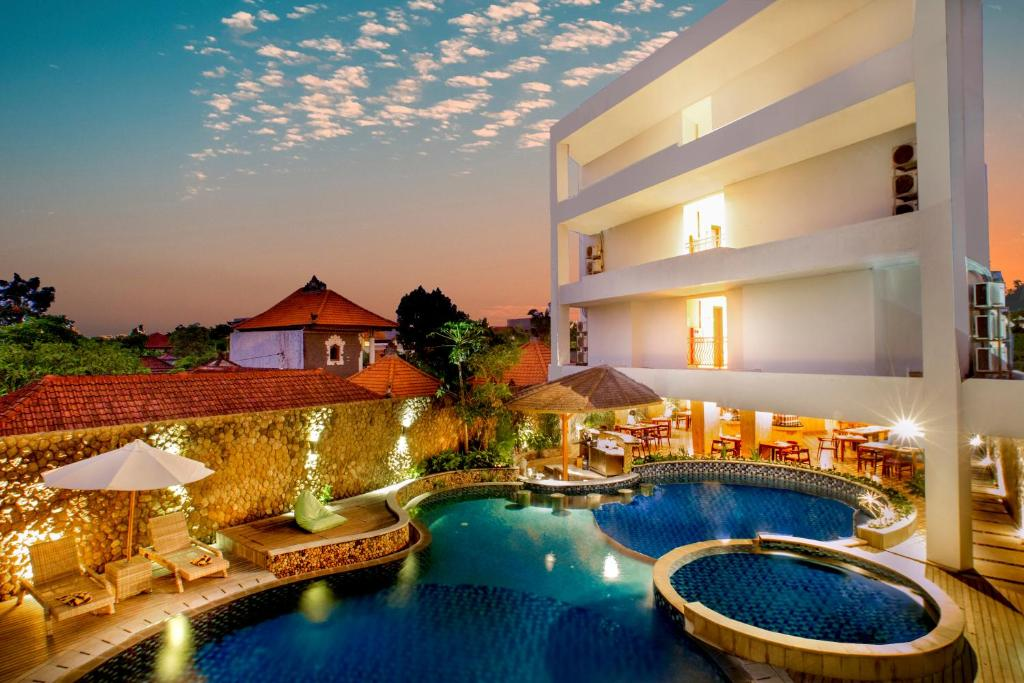 The swimming pool at or close to Signature Hotel Bali