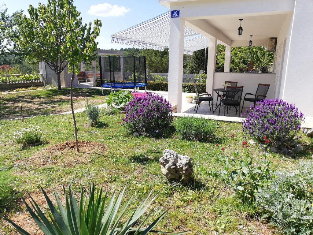 Vrt u objektu Apartman Barisic