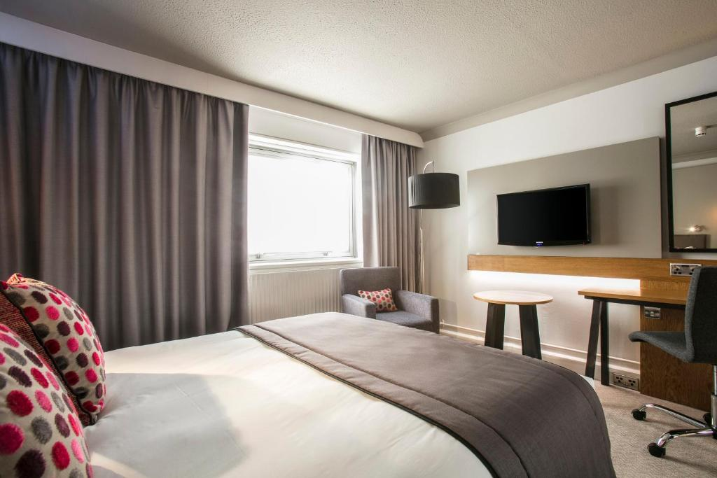 A bed or beds in a room at Crowne Plaza Harrogate