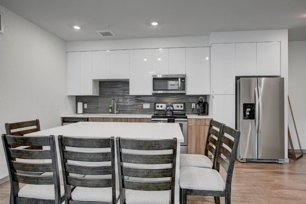 A kitchen or kitchenette at West Ballpark Downtown Denver 30 Day Stays
