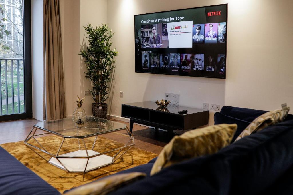 TV/Unterhaltungsangebot in der Unterkunft Beautiful 2 bed Apartment in Stratford city