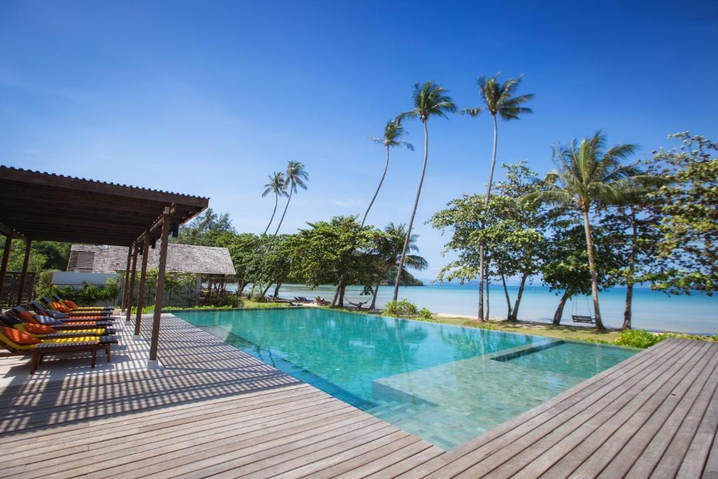 The swimming pool at or close to Mira Montra Resort Koh Mak