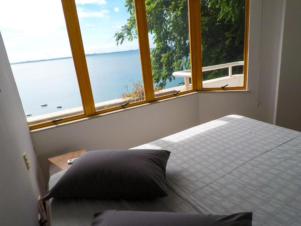 A bed or beds in a room at Apartamento Gamboa de Cima