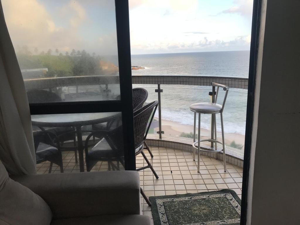 A balcony or terrace at Apartamento vista mar no Rio Vermelho