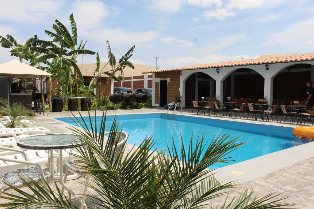 The swimming pool at or near Huacachina Desert House
