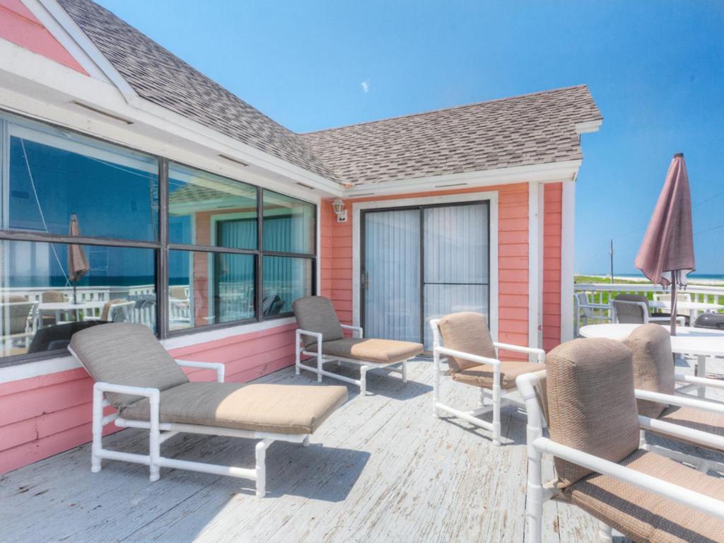 هتل White Sand Beach House, 3 Bedroom, Ocean Front, Sleeps 8, WiFi