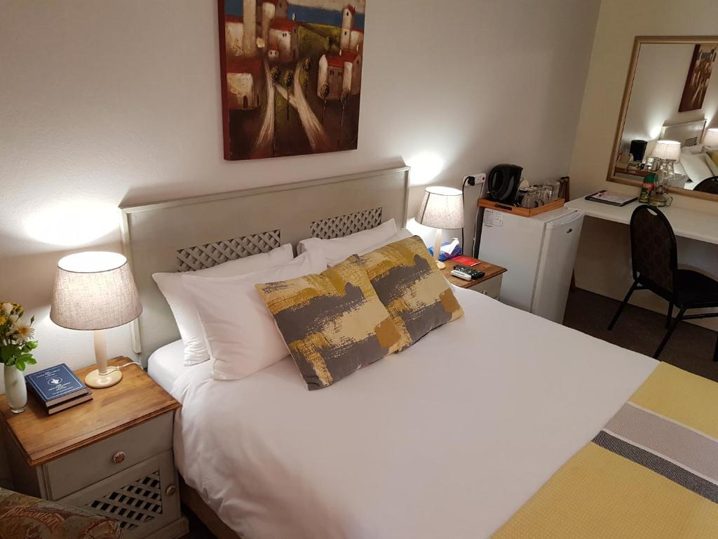 A bed or beds in a room at Aandbloem Guest House