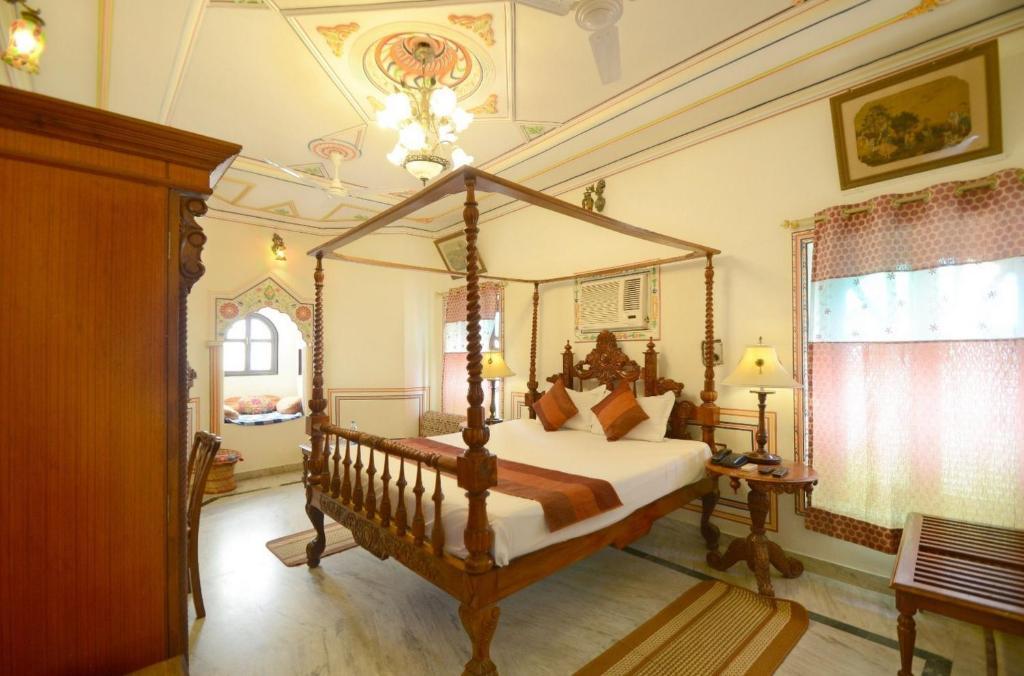 Letto o letti in una camera di Hotel Heritage Mandawa