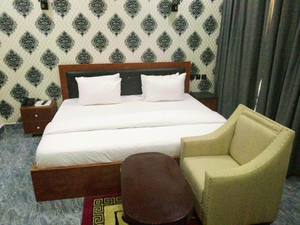 A bed or beds in a room at King Daken Diplomatic Suites Ltd, Yola