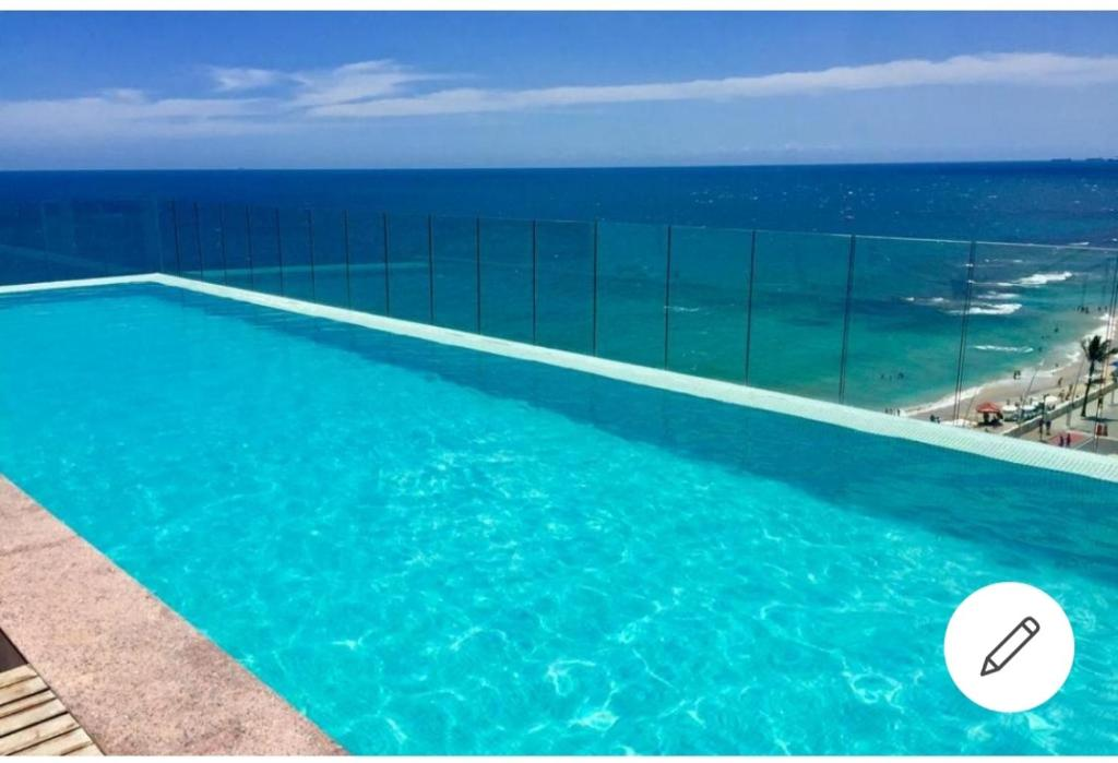 The swimming pool at or close to Expresso 2222 circuito do carnaval