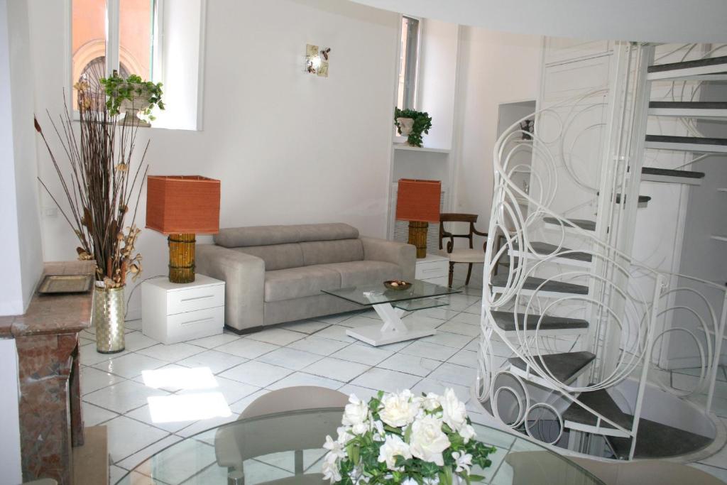 A seating area at Apartment Via dei Fienili