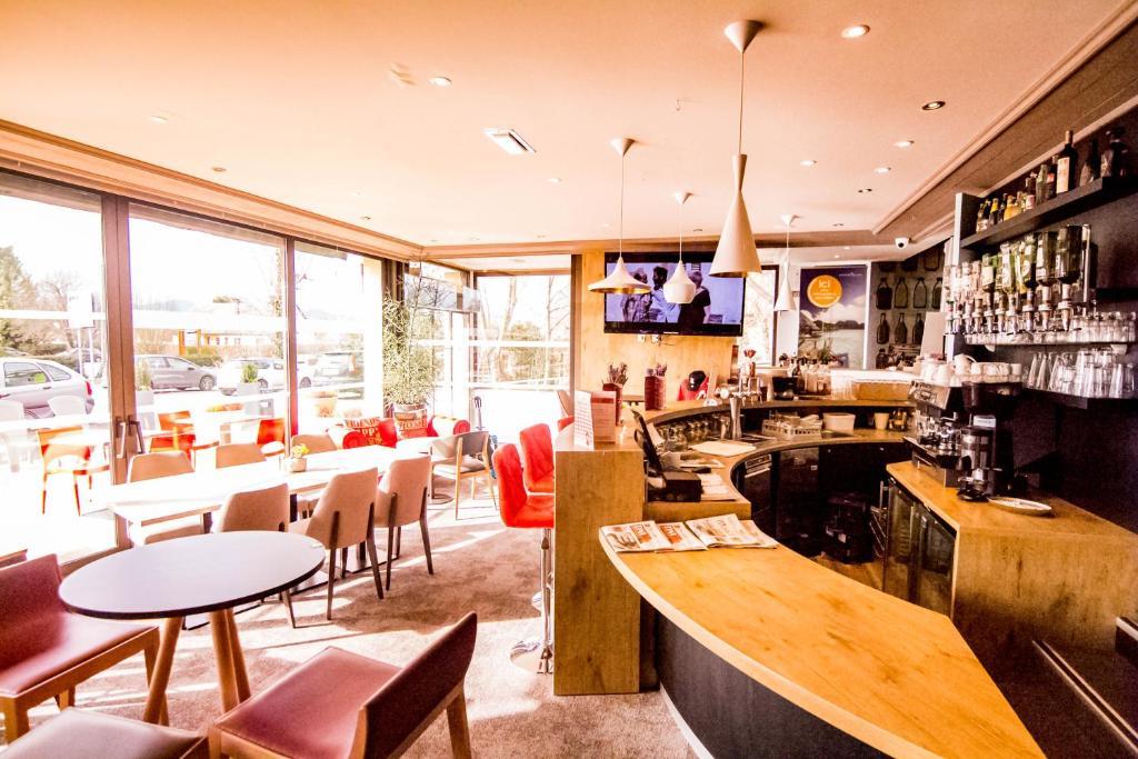 Ein Restaurant oder anderes Speiselokal in der Unterkunft Ibis Colmar Est - Hotel Brasserie en Alsace