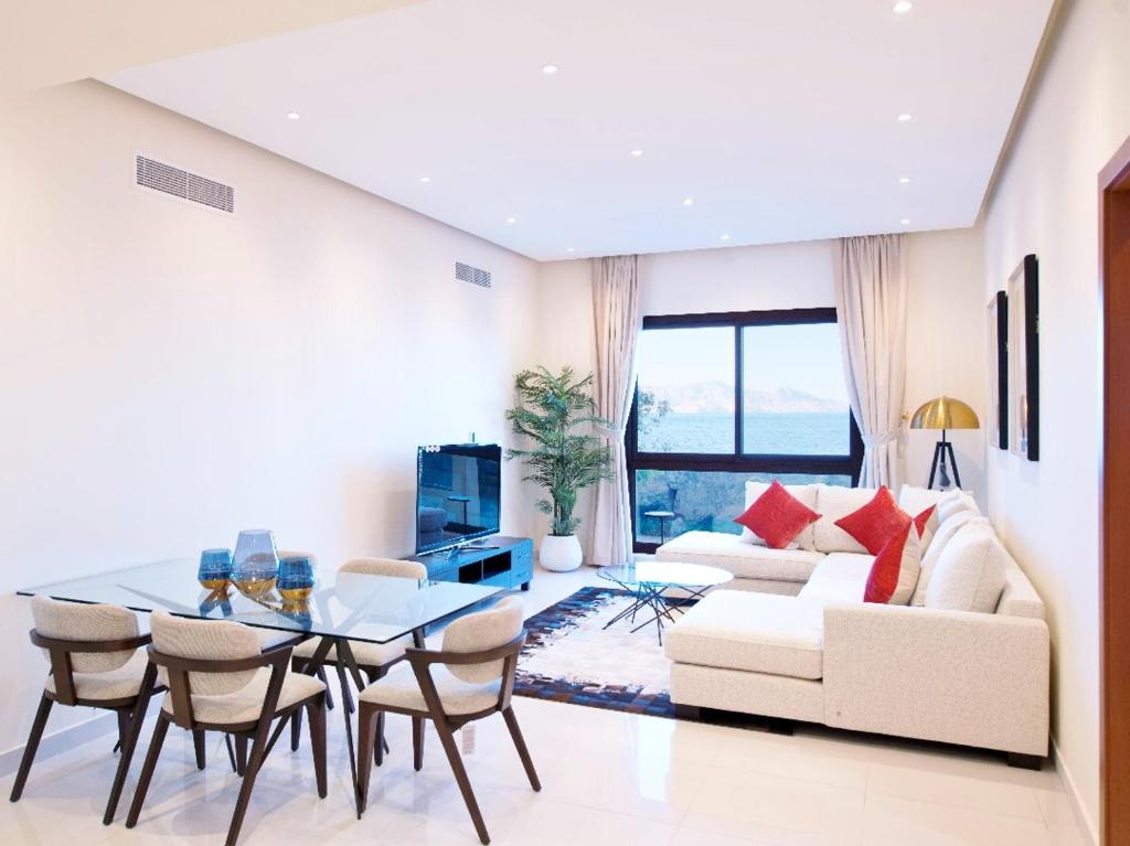 Relaxing 4 Bedroom apartment Mina Al Fajer