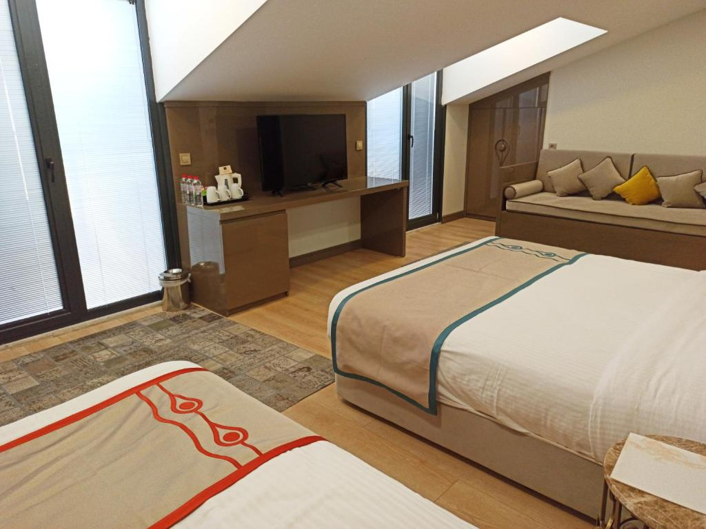 Кровать или кровати в номере Peyk Hotel