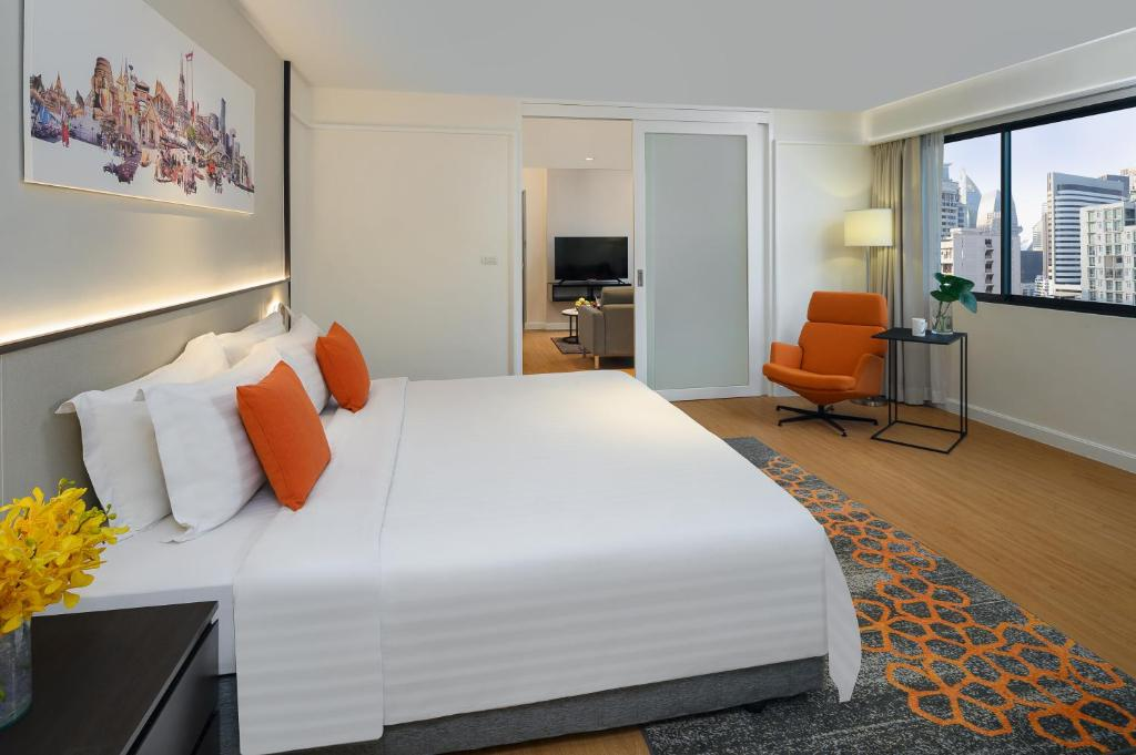 A bed or beds in a room at Phachara Suites Sukhumvit