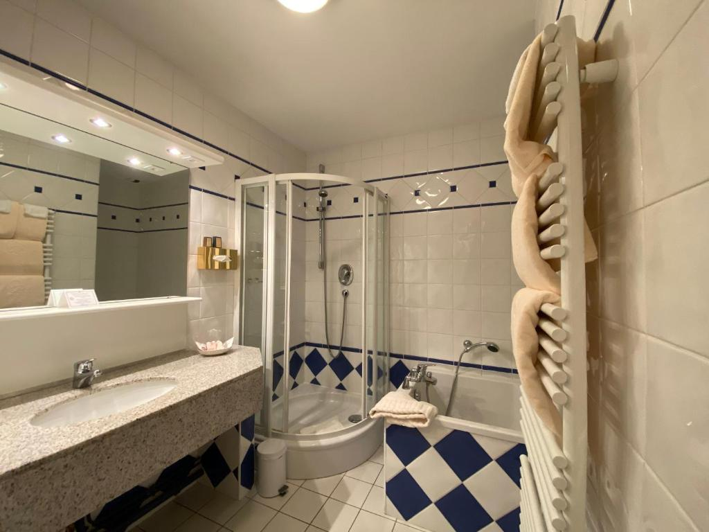 La Chartreuse Hotel Gosnay France Booking Com