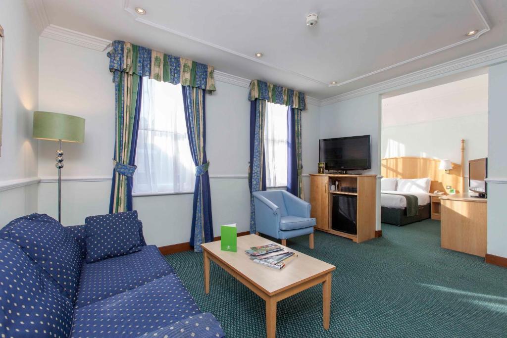 Area soggiorno di Holiday Inn London Oxford Circus