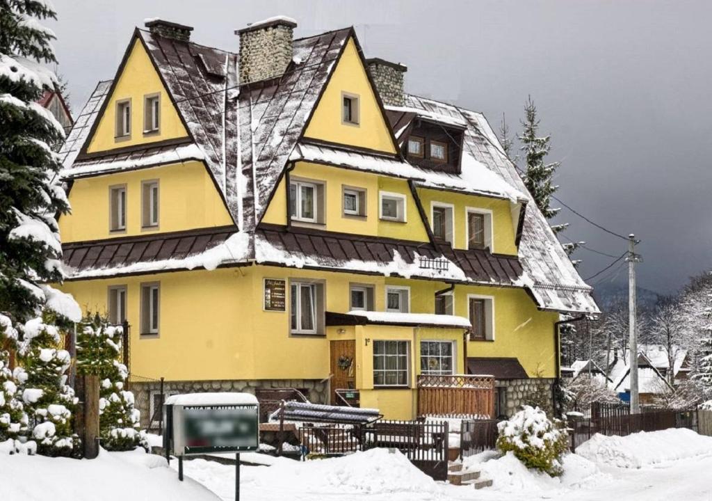 Willa pod Antałówką during the winter