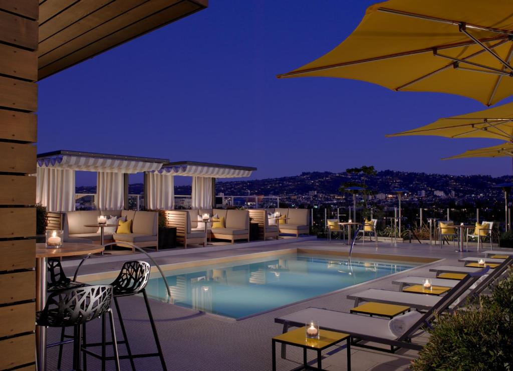 The swimming pool at or close to Kimpton Hotel Wilshire