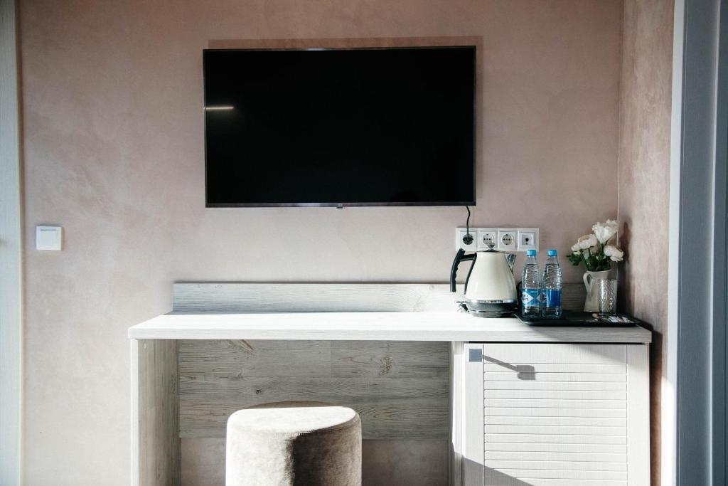Телевизор и/или развлекательный центр в Hevaa Hotel