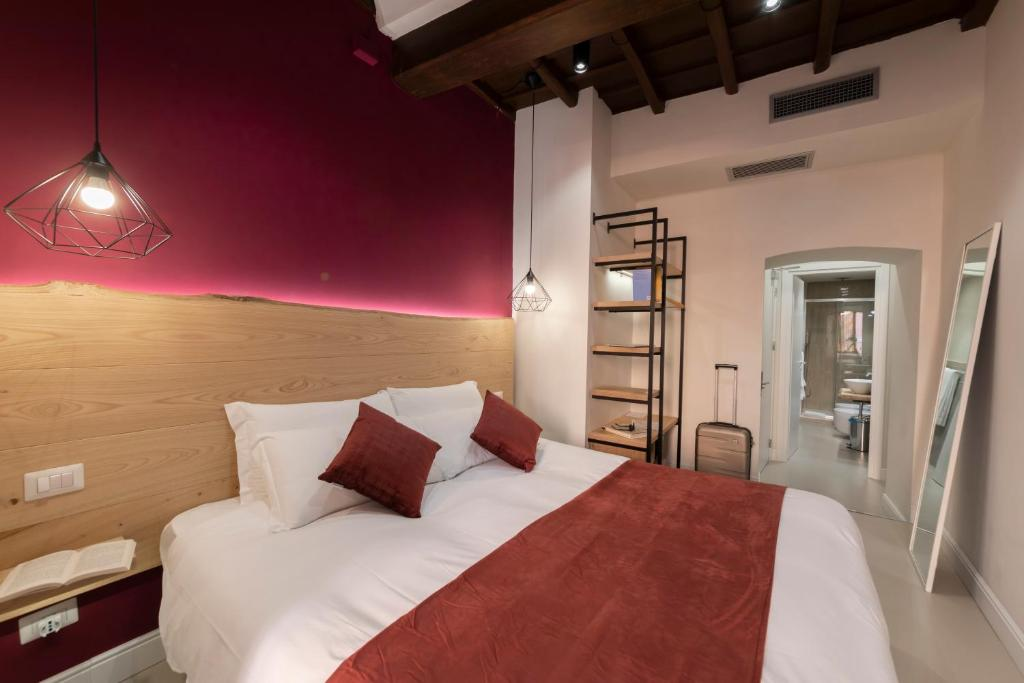 A bed or beds in a room at Campo de' Fiori 34