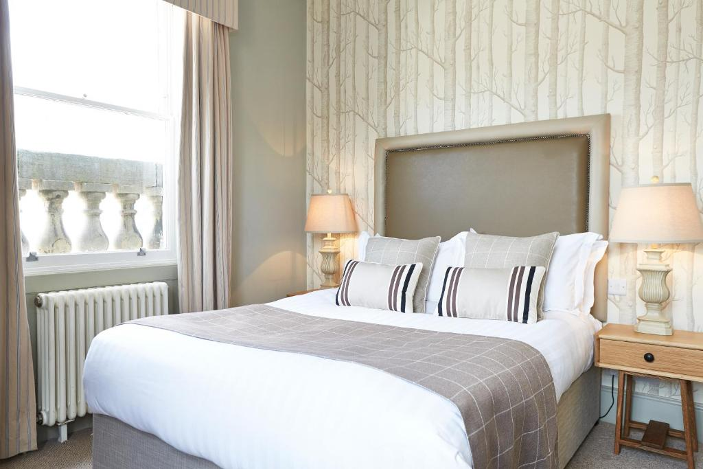 A bed or beds in a room at Loch Fyne Hotel and Restaurant Bath
