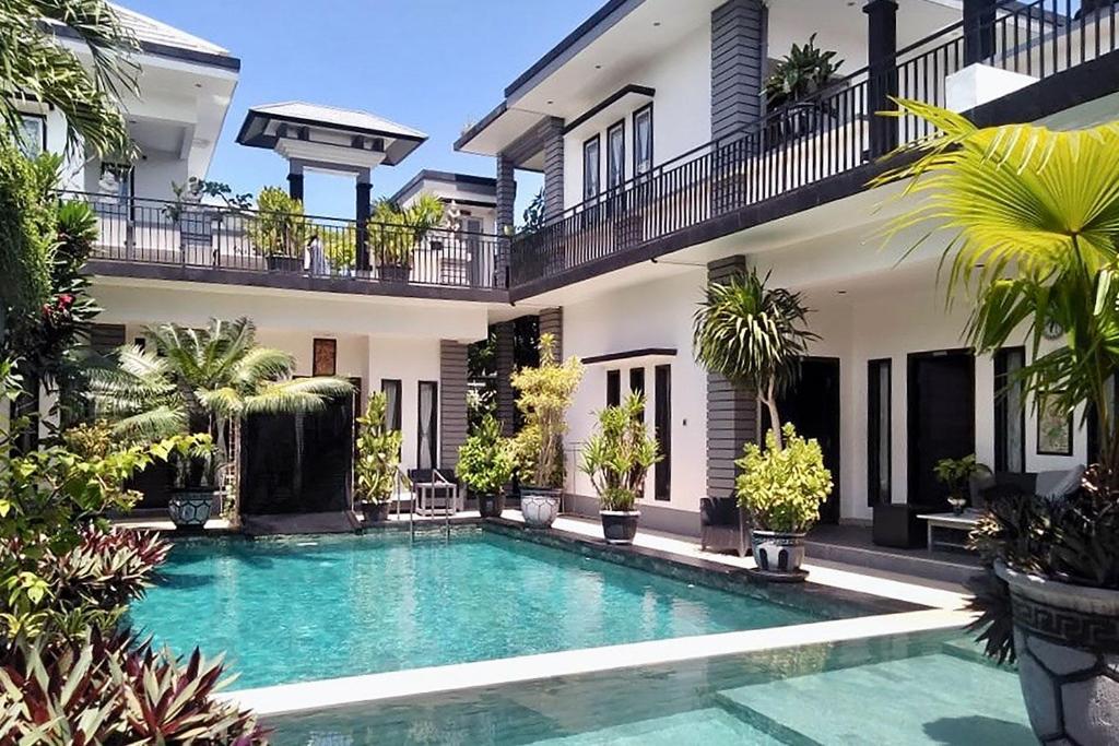 The swimming pool at or near Rumah Putih Abu Abu