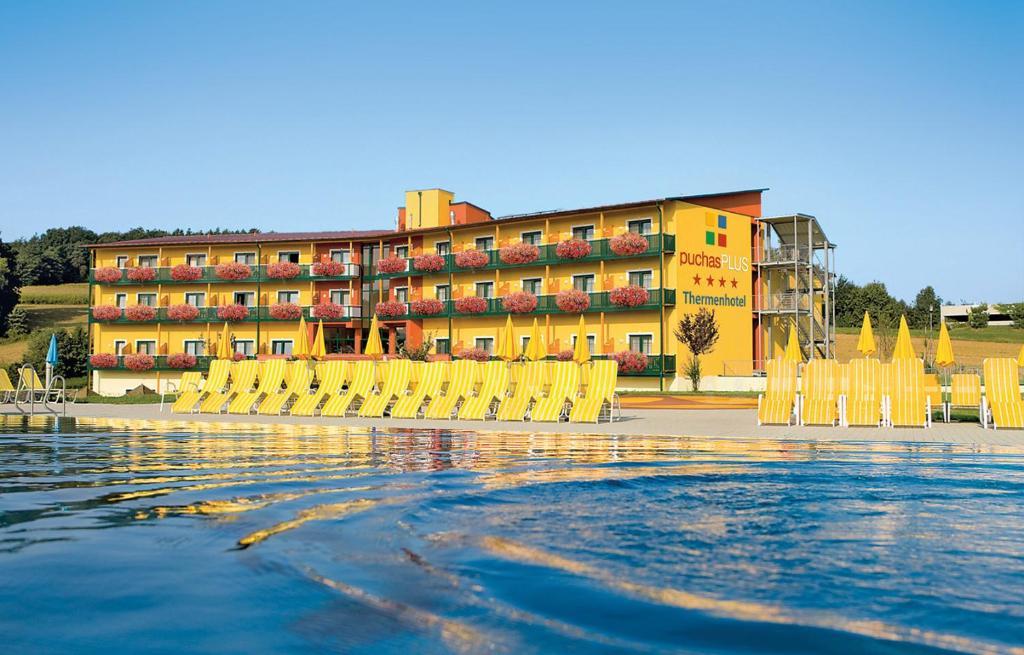 Leistbarer Luxus im Reiters Resort Stegersbach: Hotel +