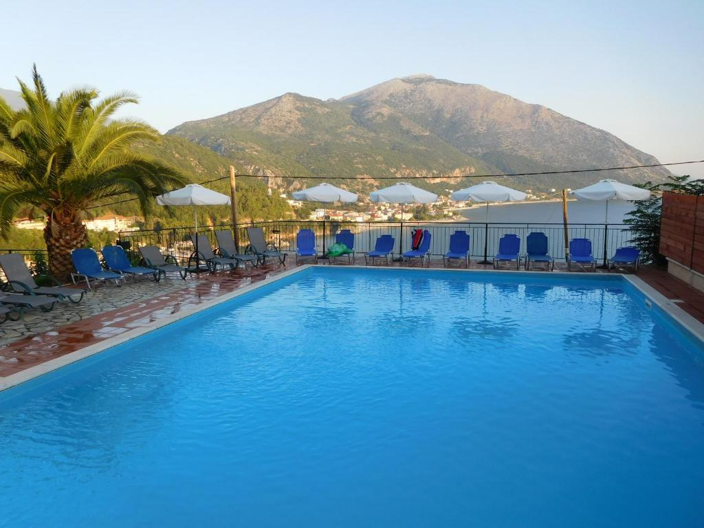 The swimming pool at or close to Hotel Oceanis