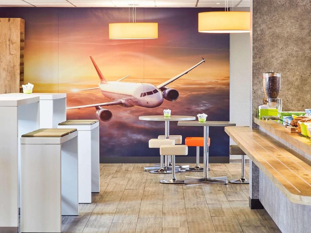 A kitchen or kitchenette at ibis budget Marseille Aeroport Provence