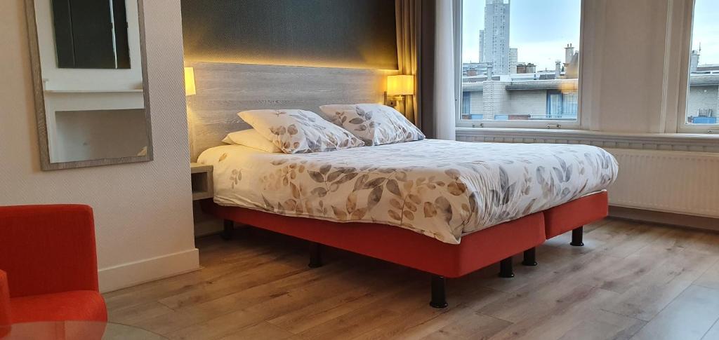 Een bed of bedden in een kamer bij Hotel Bor Scheveningen