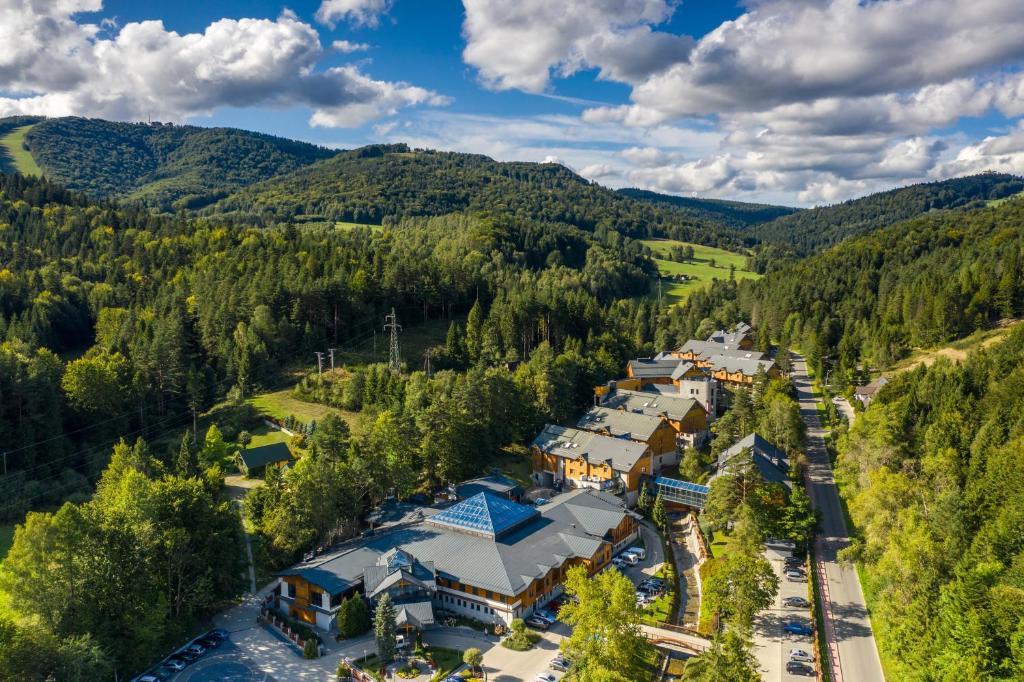 Widok z lotu ptaka na obiekt Hotel Czarny Potok Resort SPA & Conference