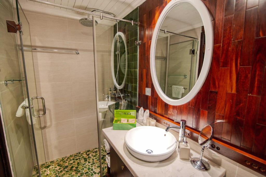 Cabin Deluxe Giường đôi hoặc 2 Giường đơn - 3 Ngày 2 Đêm