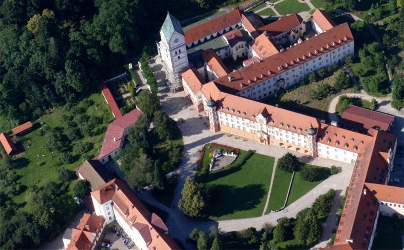 Blick auf Hotel Schyrenhof aus der Vogelperspektive