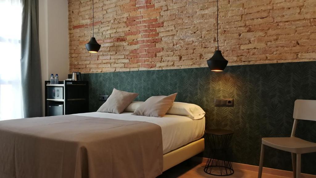 Llit o llits en una habitació de Hotel Cantón