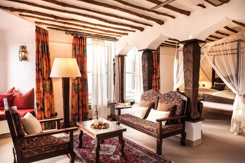 Ein Sitzbereich in der Unterkunft halbersbacher. sunderland hotel