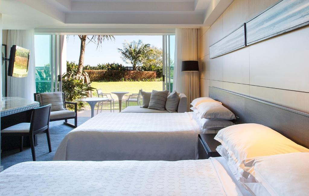 A bed or beds in a room at Sheraton Grand Mirage Resort Gold Coast