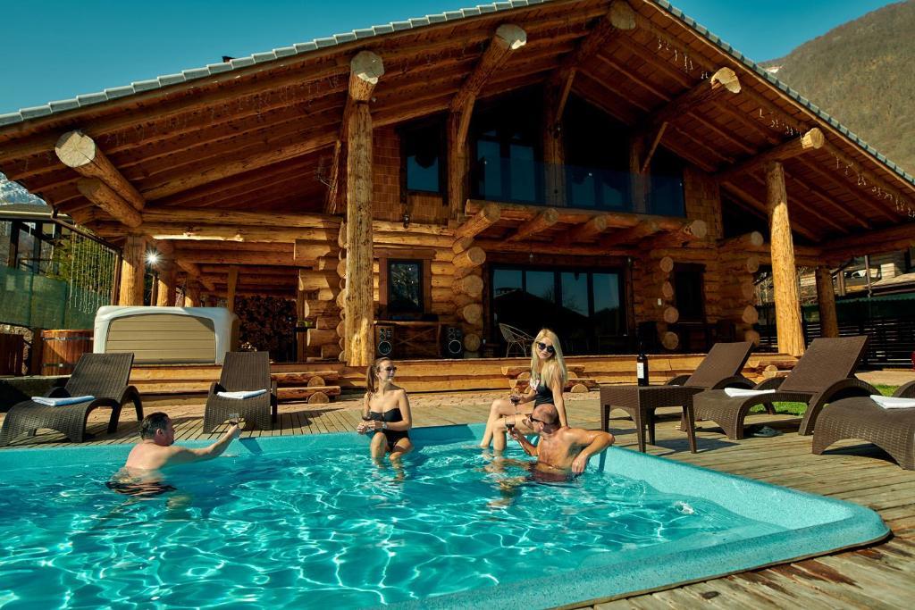 The swimming pool at or close to Шале с баней и бассейном Кедр 750