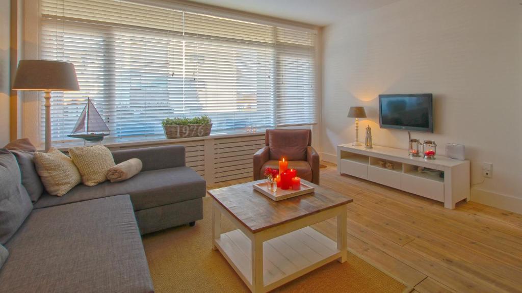 Ein Sitzbereich in der Unterkunft Appartement Jolie Noordwijk