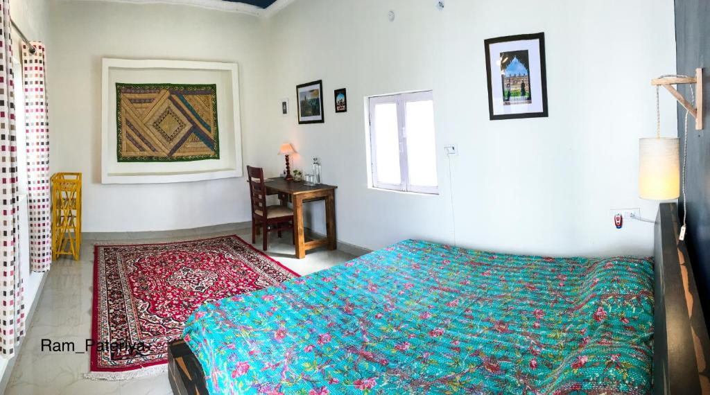 A bed or beds in a room at Comfort & Cozy