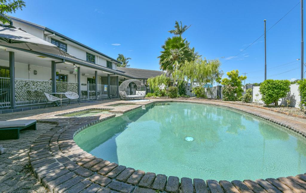 The swimming pool at or near Alara Motor Inn