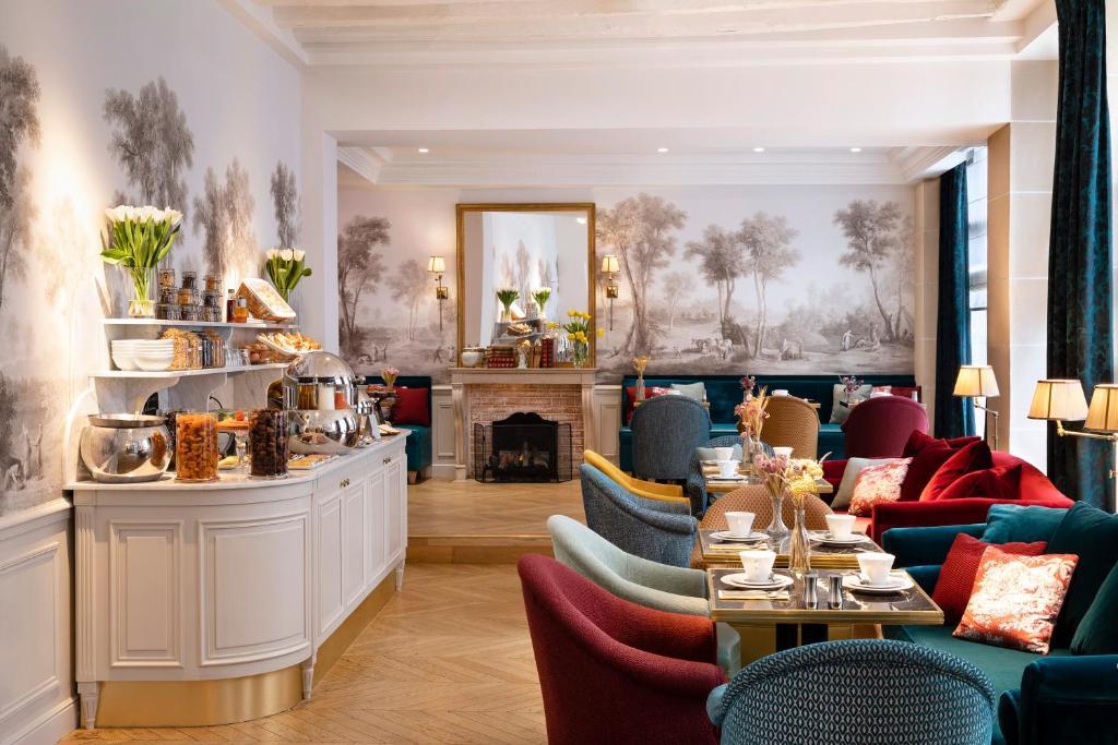 Un restaurante o sitio para comer en Odeon Hotel