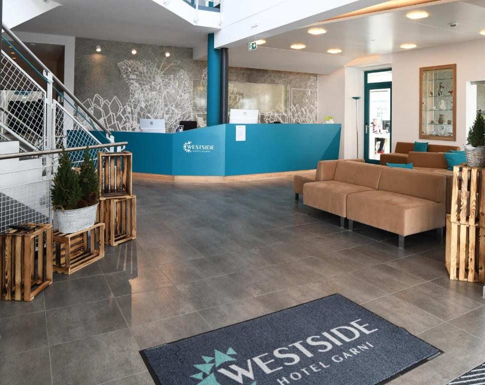 The lobby or reception area at Westside Hotel garni