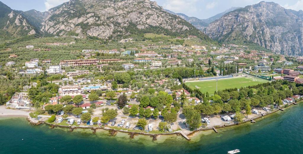 Een luchtfoto van Campeggio Garda